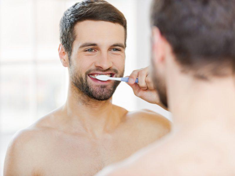 Desde nuestra Clínica Dental MyDentiss, te explicamos cómo cuidar de tus implantes dentales.